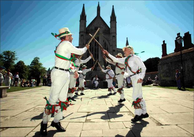 Winchester Morris Men bring in the crowds at Hampshire villages