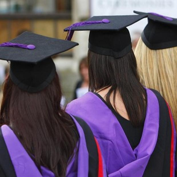The current system of university applications favours students from private schools, The Sutton Trust said