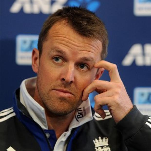 Graeme Swann admits it will be 'curtains' for his career if he avoids surgery