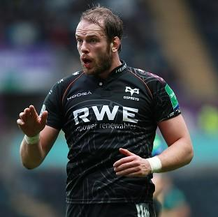 Alun-Wyn Jones has agreed new terms with the Ospre