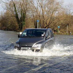 Smith attacks ministers over floods