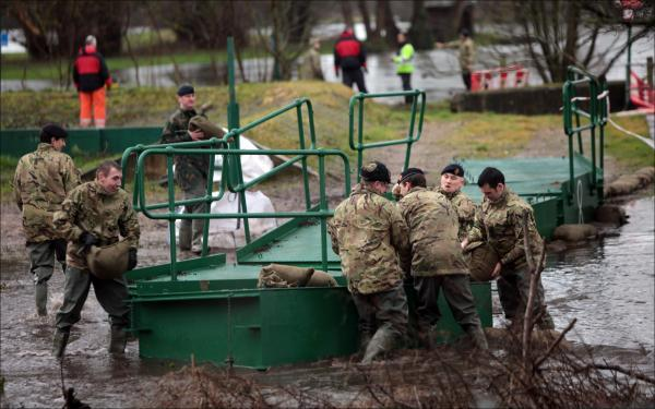 Soldiers work on the flood dfences