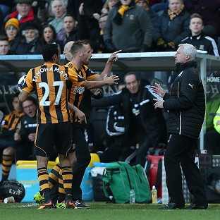Newcastle manager Alan Pardew, right, confronts Hull midfielder David Meyler