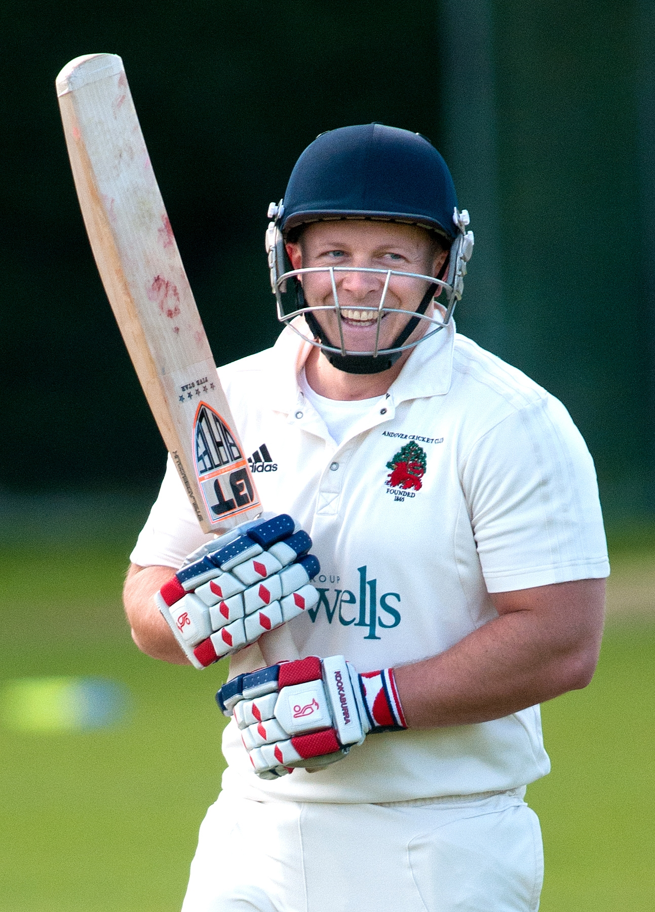 Ali Hooper defied injury to make 67 against Sarisbury