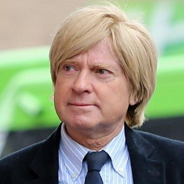 Andover Advertiser: Michael Fabricant tweeted that he would punch a female journalist in the throat