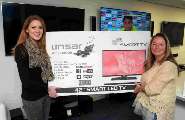 L-R: Smithie UK marketing manager Laura Rainbird presents Heather Findlater with her smart TV