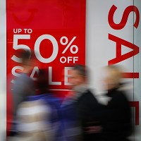 Prices fall as discounts continue