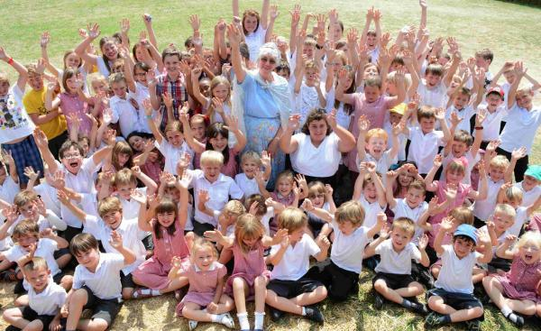 King's Somborne Primary School pupils and staff  say farewell to caretaker Marjorie Tubby