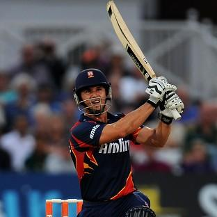 Ryan ten Doeschate's 119 helped Essex to victory