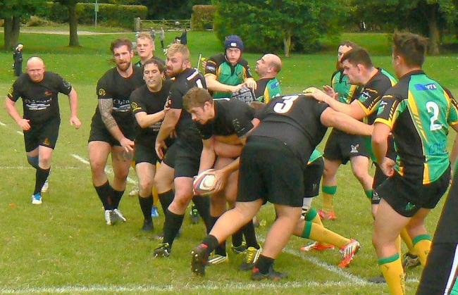 Ollie Lindridge sets up a maul against Effingham – Picture: Andover RFC
