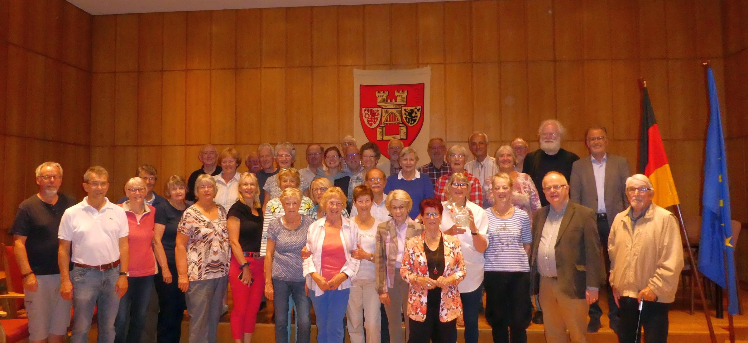 Overton Choral Society with Sangerkreis Euskirchsen and Uwe Friedl, mayor. Image: Overton Choral Society