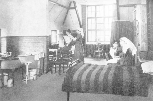 Enham Place, orthopaedic treatment room, 1920s. Image from the John Marchment collection.